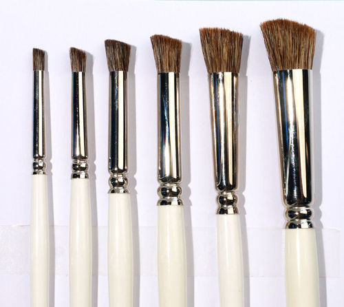 B7  Brushes for porcelain - stippler- slanted